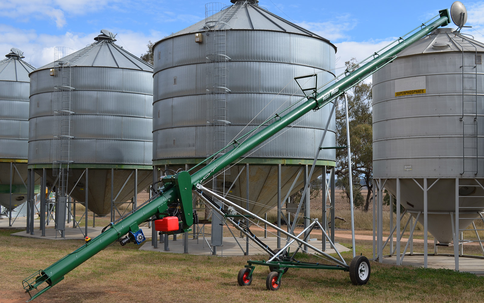 Auger 950 loading silo